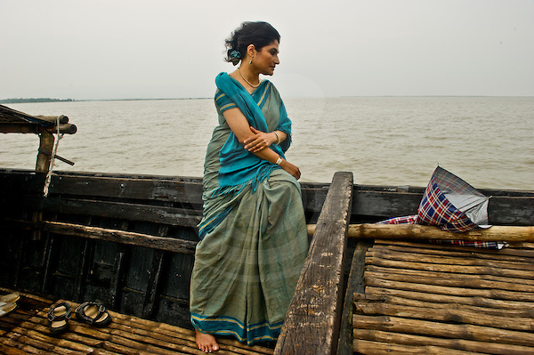 Bangladeshi girl in boat picture 889