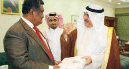 Arab News - In this January 2015 file photo, then acting Labor Minister Adel Fakeih, right, exchange mementos with Bangladesh Minister for Expatriates' Welfare and Overseas Employment Khandker Mosharraf Hossain during their meeting in Jeddah. Saudi recruitment businesses say Bangladesh has failed to provide the 500,000 housemaids it had promised. (AN photo)