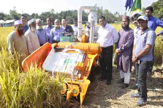 At the initiative of ACI Motors, they organized ACI Mini Combine Harvester Field Day on 19/11/2016 at Porabari Bus Stand, Salna, Gazipur.